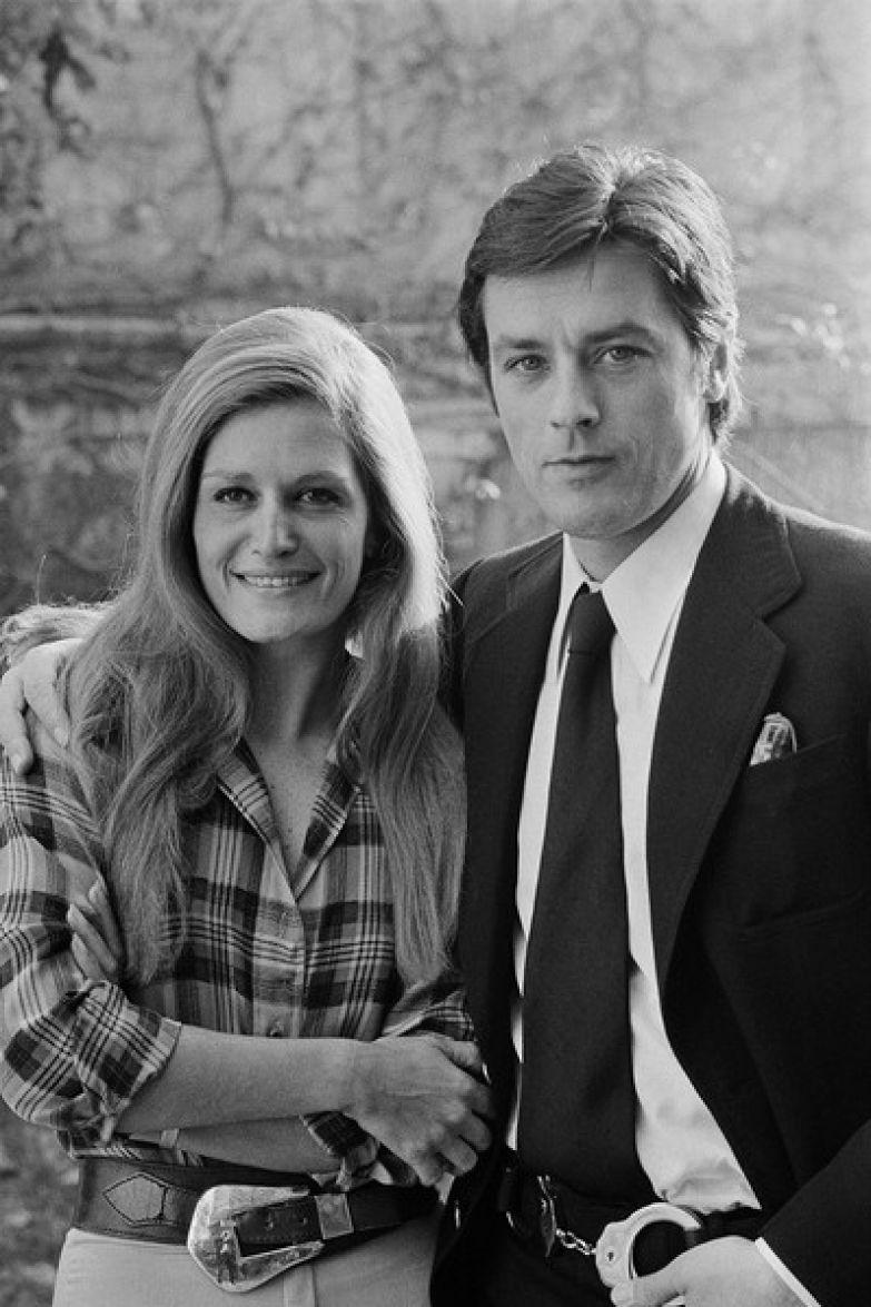 Слухи о романе с Аленом Делоном пошли в начале 70-х, когда их отношения уже перешли в дружеские