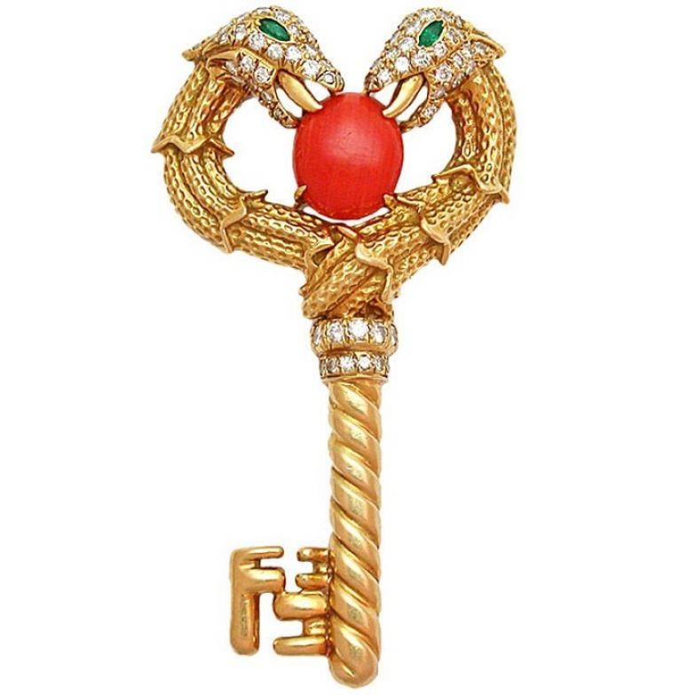 Золотая брошь «Ключик»