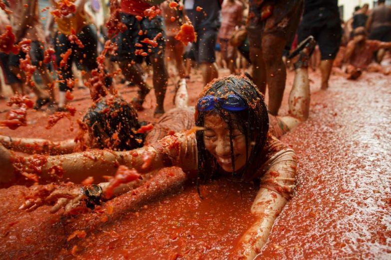 ispanii-pomidorami-bitva-krasivye-fotografii-neobychnye-fotografii