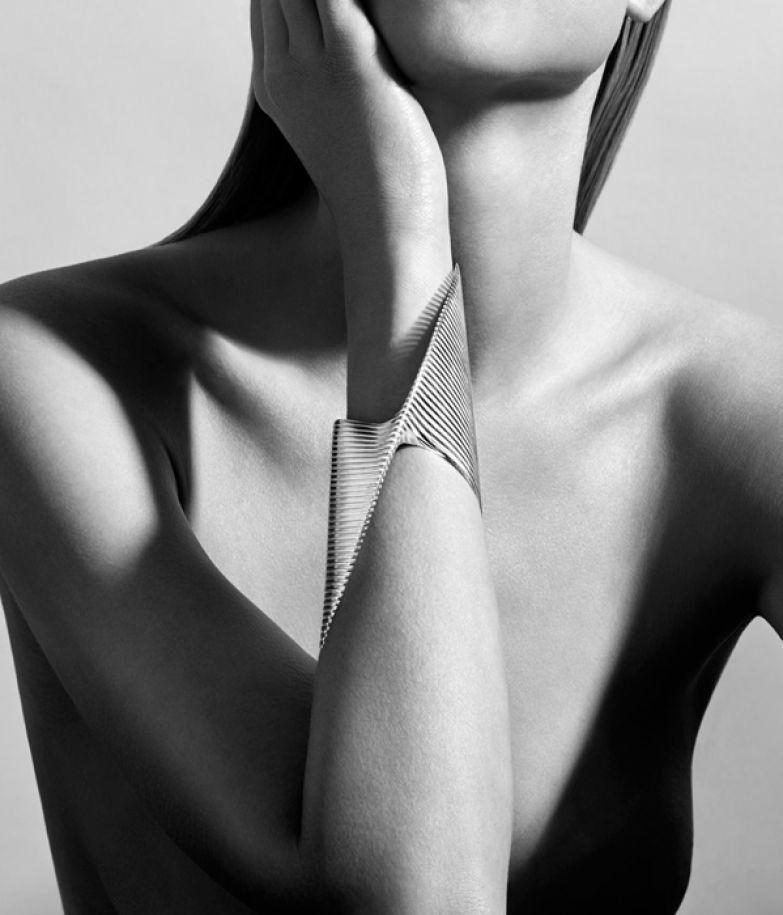 Браслет дизайна Zaha Hadid.