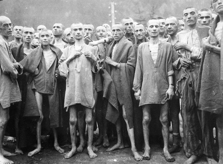 Заключенные в концентрационном лагере для «научных» экспериментов Эбензее, Австрия, 7 мая 1945 года