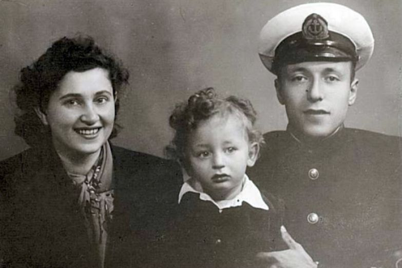 Анатолий Вассерман вполне мог создать семью по примеру собственных родителей