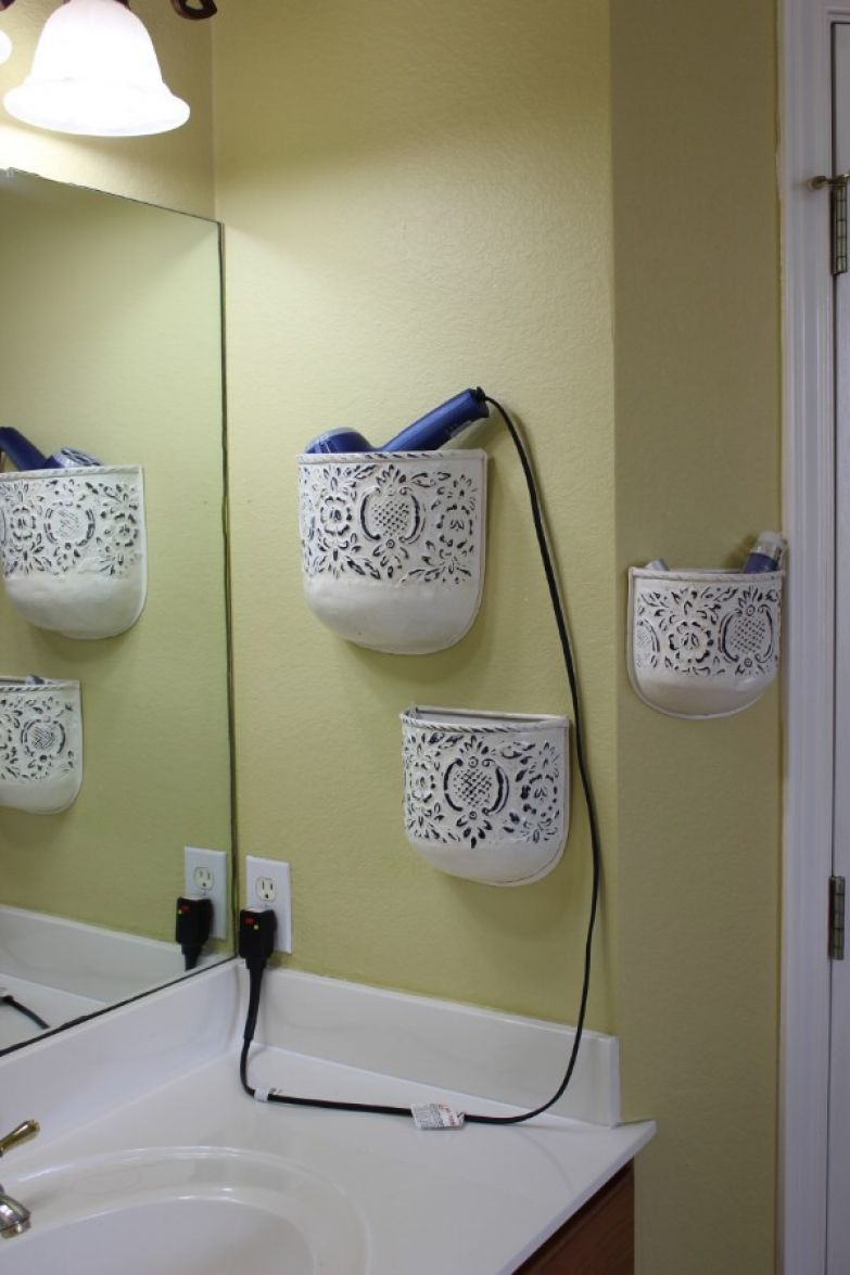4. Вторая жизнь большого кашпо - его использование для хранения фена. ванная комната, лайфхаки, уют