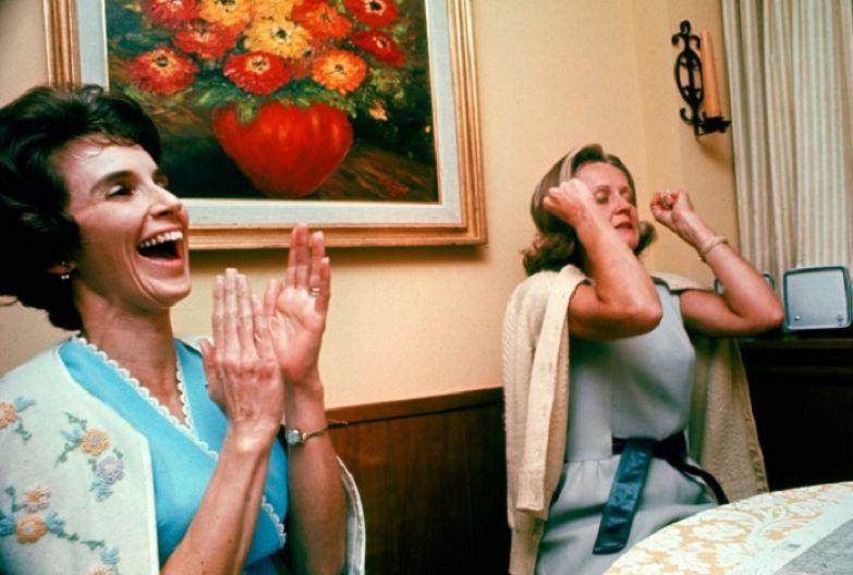 Радость и восторг жен, когда наконец-то услышали голоса своих мужей в полете, 1968 год.