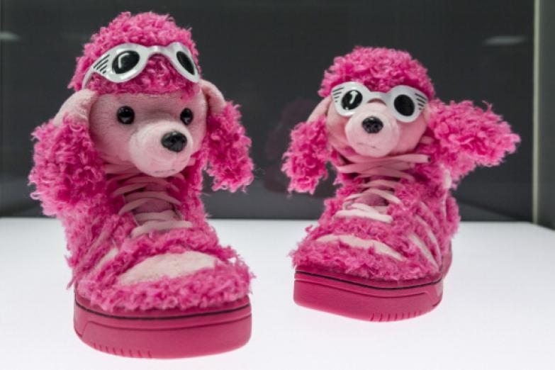 Обувь «Розовый пудель» дизайнер Джереми Скот.