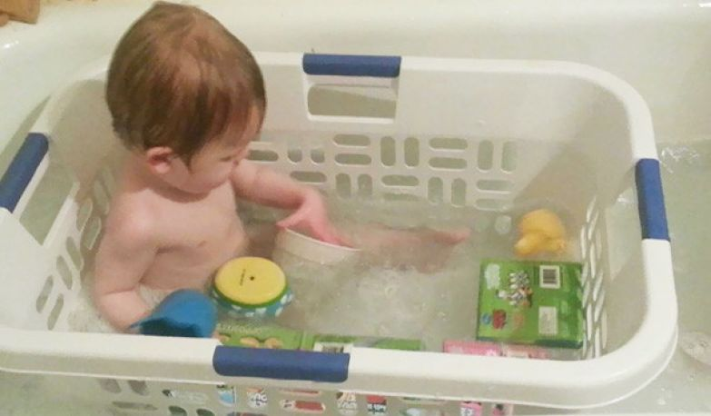 Зачем нужна детская ванночка, если есть корзина для хранения? воспитание, дети, советы, хитрости