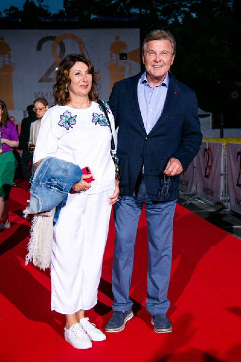 Сейчас Лев Валерьянович находится в обычной палате вместе с супругой Ириной