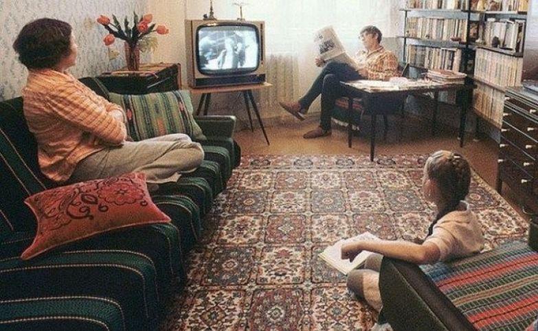 Семья у черно-белого телевизора ностальгия, ссср, фото, фотографии