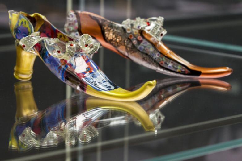 Выставка сумасшедшей обуви «Starker Auftritt: Experimentelles Schuh Дизайн» (название является игрой слов, так как он означает как