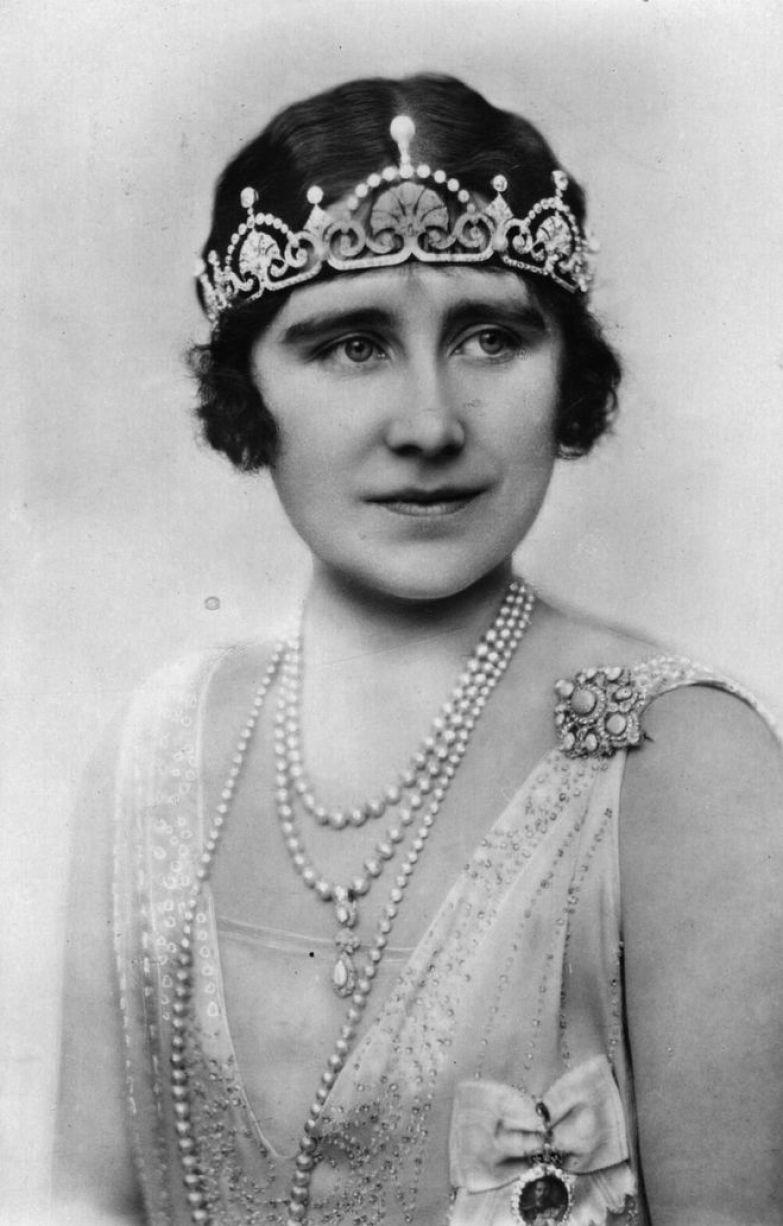 Королева-мать Елизавета Боуз-Лайон