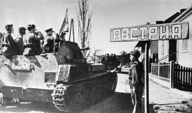 Советские войска переходят границу Австрии во время Великой Отечественной войны, 31 марта 1945 г. /Фото: cdn1.img.sputniknews-uz.com