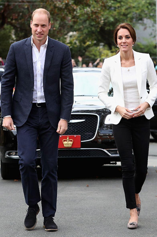 Принц Уильям и Кейт Миддлтон (пиджак Zara, футболка H&M за 15 долларов, джинсы Zara)