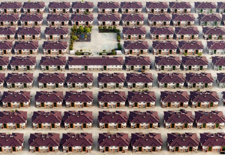 Провинция Цзянсу (Китай), ряды однотипных домов с детской площадкой в середине