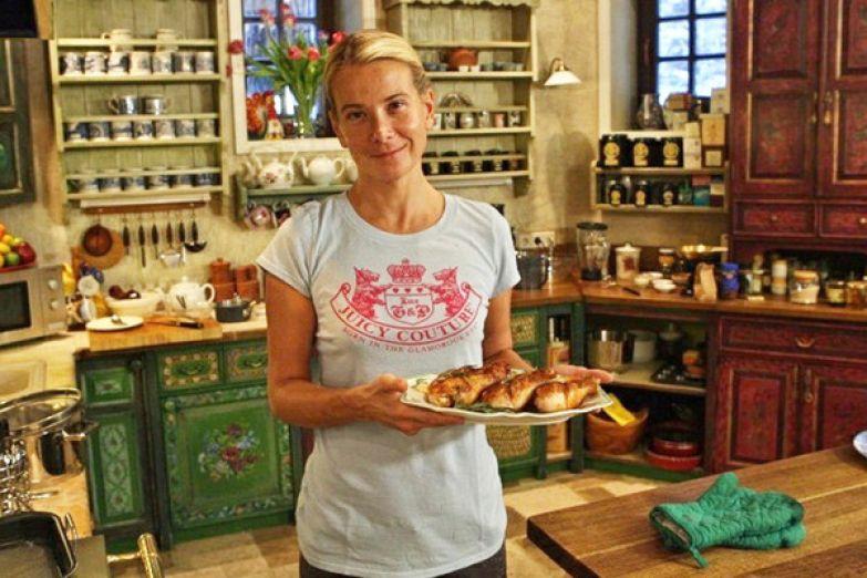 Высоцкая прославилась не только как актриса, но и как ведущая кулинарных шоу