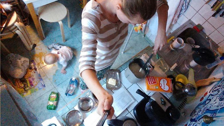 Мама с дочкой и на кухне вместе будни, мама, проект