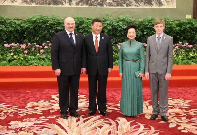 Николай с раннего детства сопровождает отца на встречах с главами государств