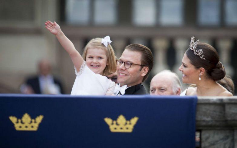 Принцесса Швеции, герцогиня Эстергётландская - дочь наследницы шведского престола кронпринцессы Виктории и ее супруга, герцога Вестергётландского Даниэля Вестлинга