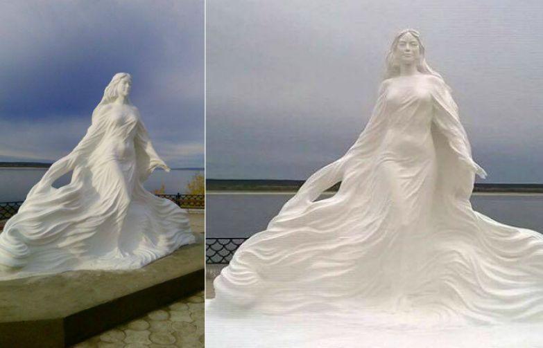 Первый памятник на территории Якутии в честь великой сибирской реки.
