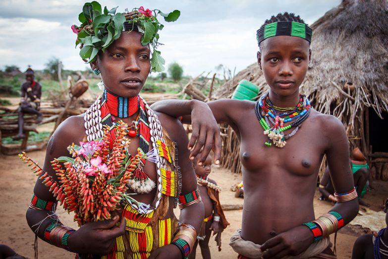 Дикие племена девушки