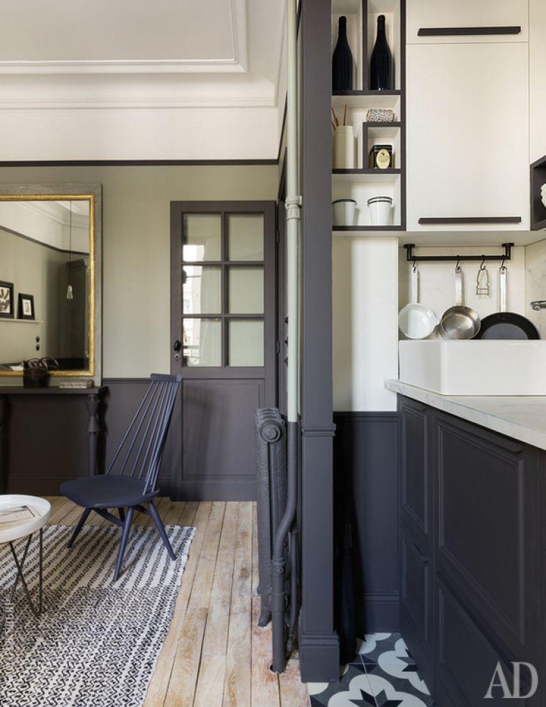 Вид из кухни на зону гостиной.