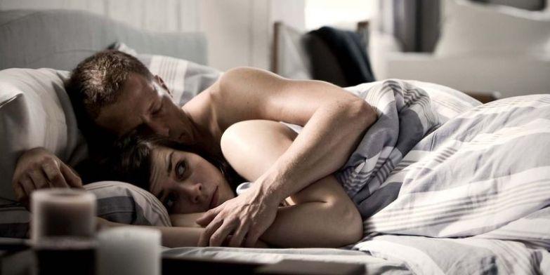 Как себя вети в первую ночь секса