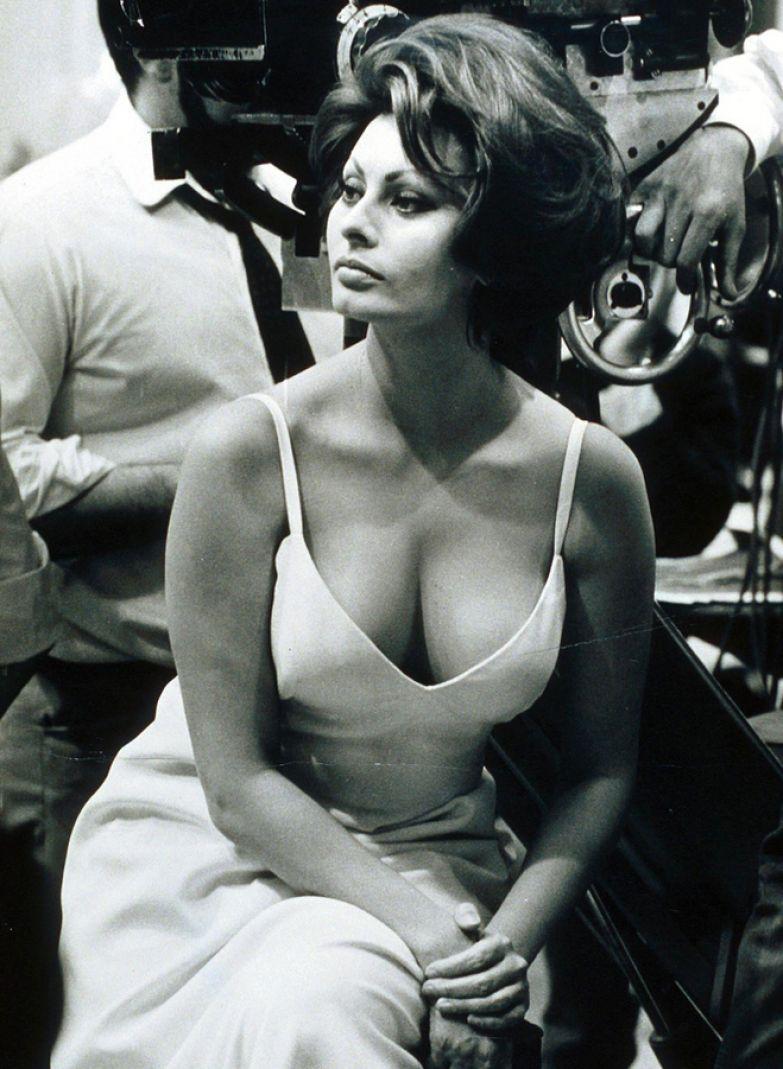 Софи Лорен на съемках фильма «Герцогиня из Гонконга» (1967)