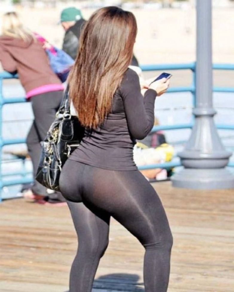 17-celebrities-who-have-experienced-yoga-pants-fails-7