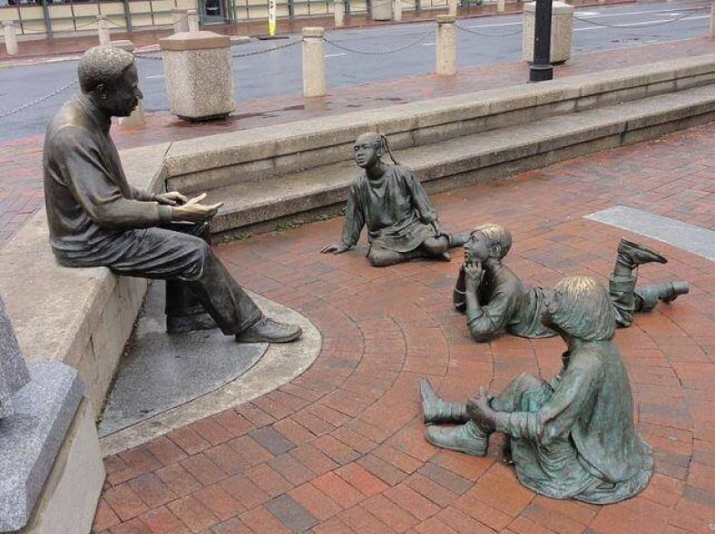 https://interesnoznat.com/wp-content/uploads/28.-The-Sculpture-Group-Annapolis-USA..jpg
