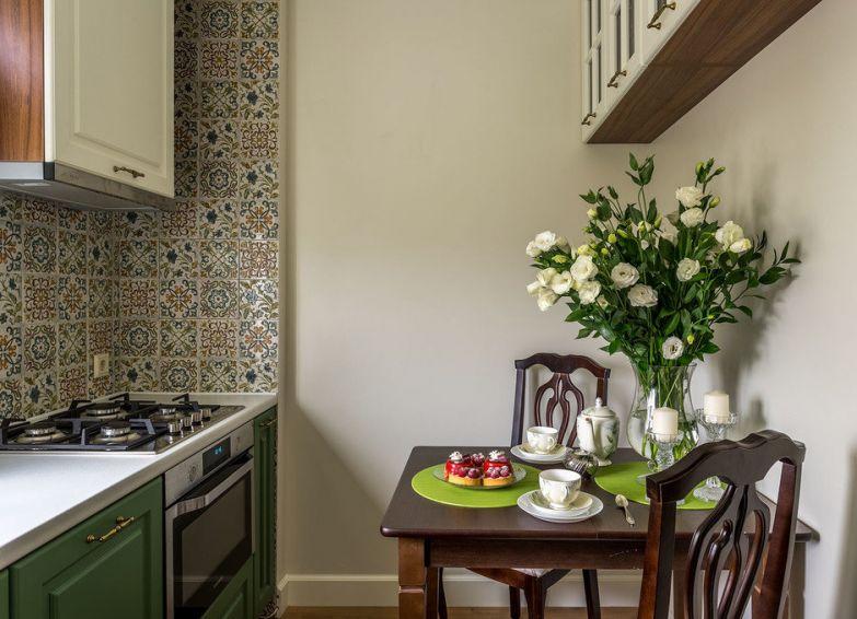 Фотография: Кухня и столовая в стиле Кантри, Малогабаритная квартира, Квартира, Проект недели, Наталья Сытенкова – фото на InMyRoom.ru