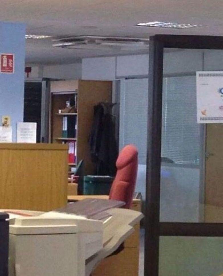 Когда очень долго выпрашивал у начальника новое кресло прикол, работа, юмор