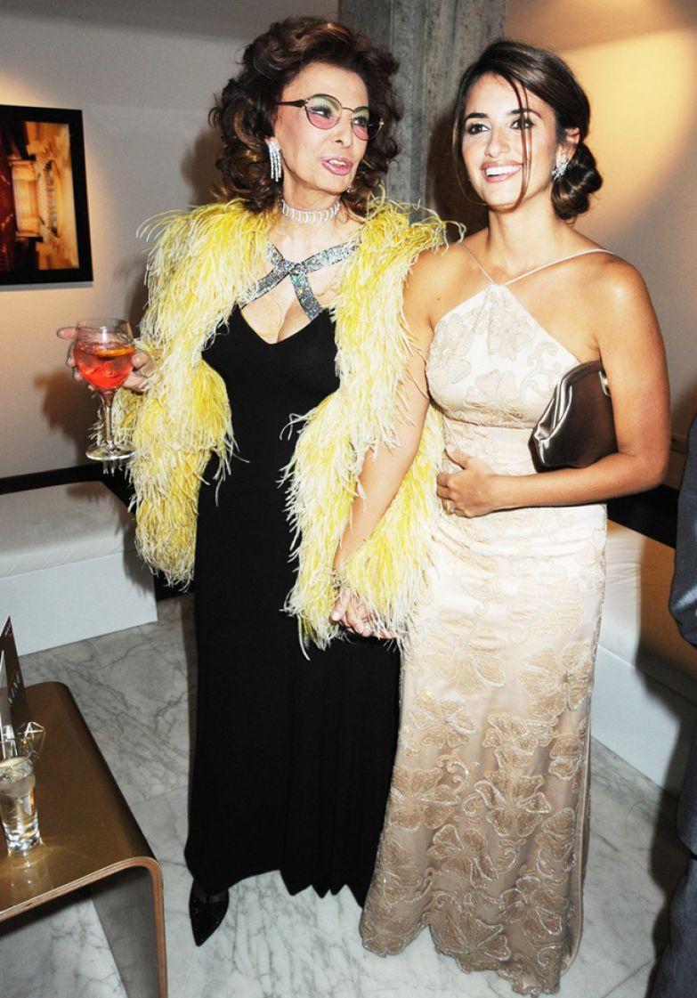 Софи Лорен и Пенелопа Крус на премьере мюзикла «Девять» (2009)