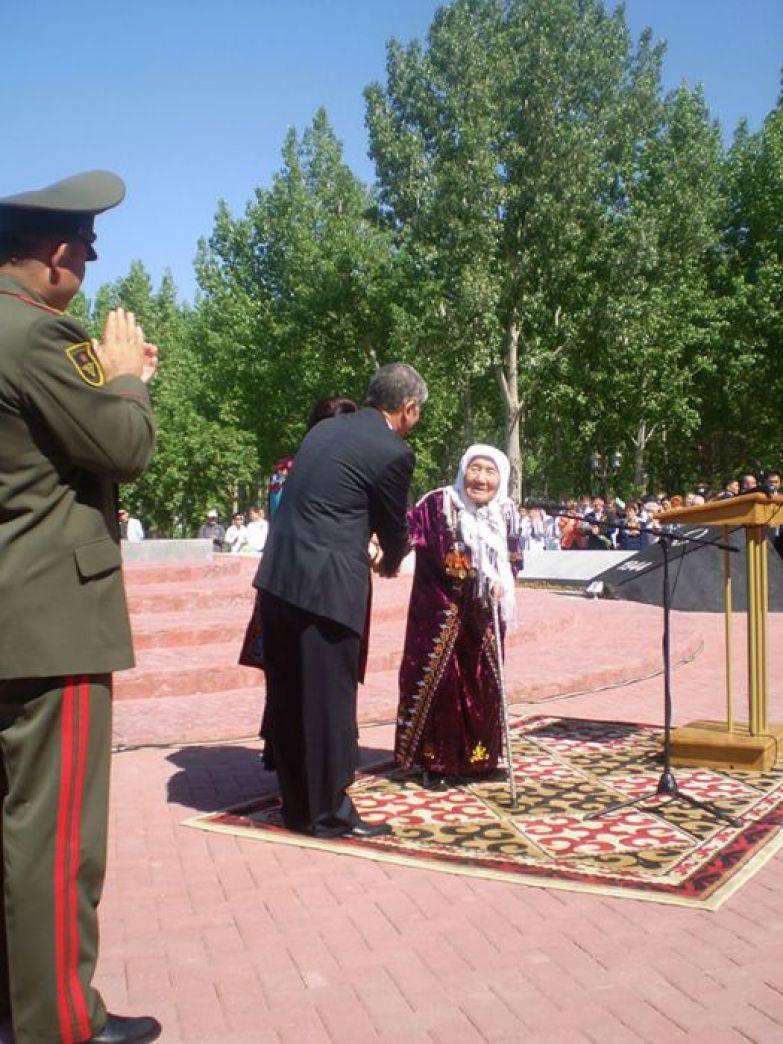 Великая дочь киргизского народа.