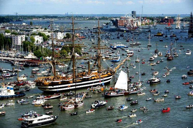 Парад кораблей на SAIL Amsterdam 2010.