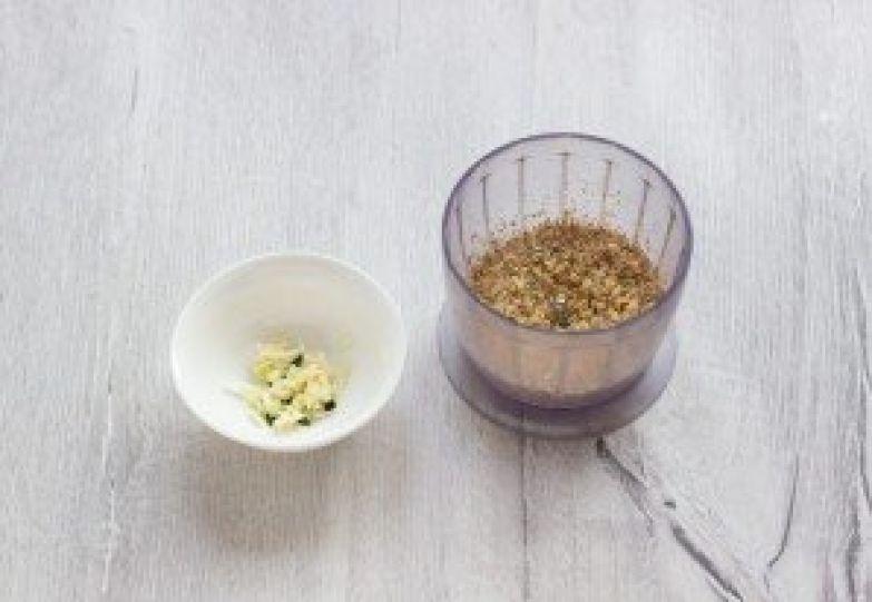 Огурцы, фаршированные орехами - фото шаг 3