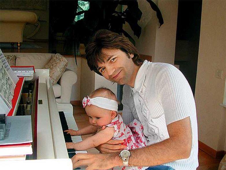 Дочь Стефания появилась на свет, когда Дмитрию Маликову исполнилось 30 лет. / Фото: www.woman.ru