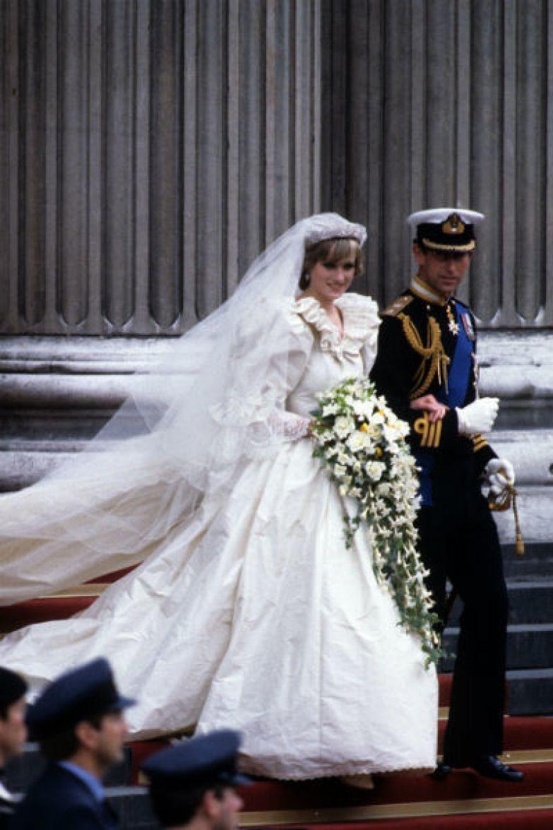 Принц Чарльз не смог сделать жену счастливой