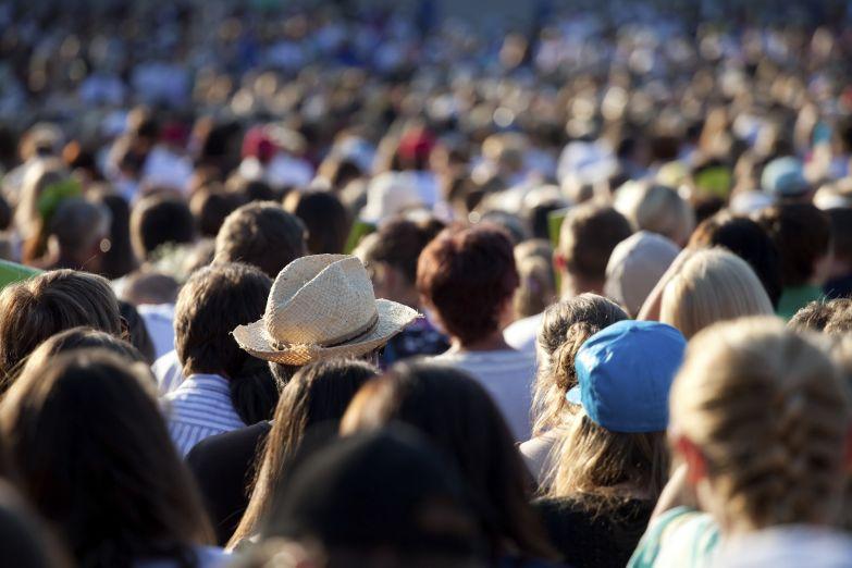 4. Никогда не следуйте против движения толпы памятка, поведение в толпе, полезное
