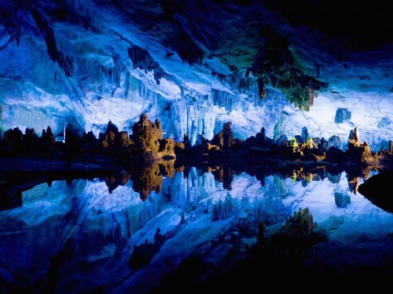 Пещера Reed Flute, Китай.