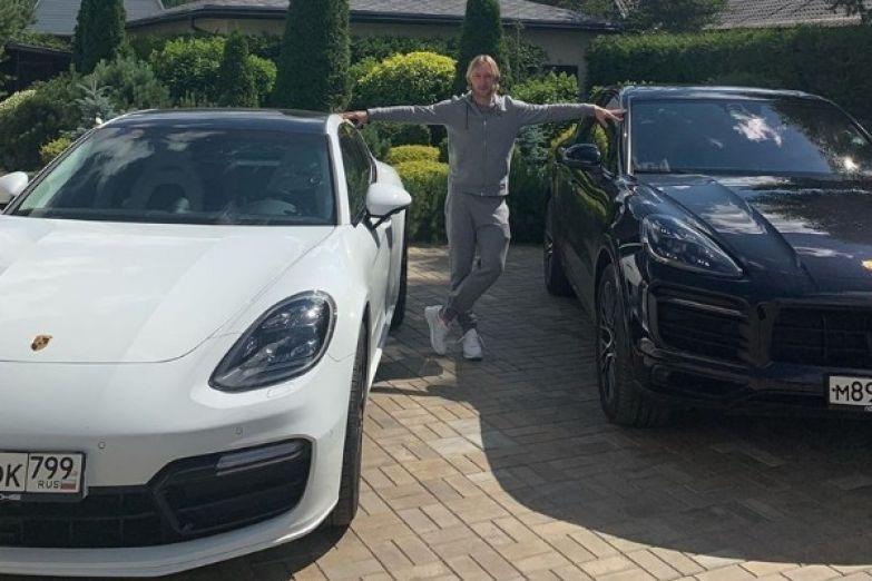 Евгений Плющенко похвастался роскошными автомобилями