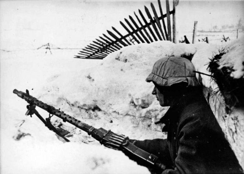 Январь 1944 года, немец в траншее