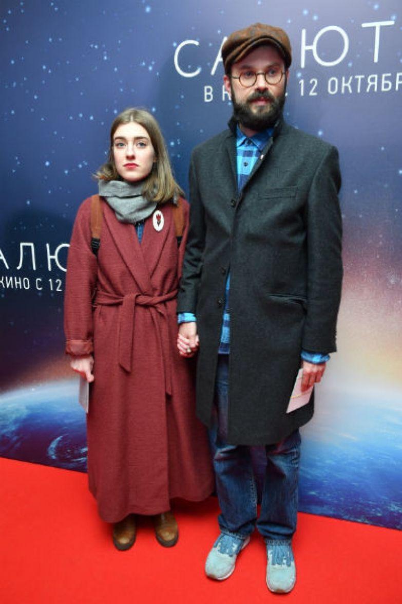 На премьере фильма «Салют-7» Артем появился с новой спутницей