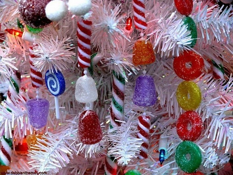 Конфеты на новогодней елке: сладкое украшение.