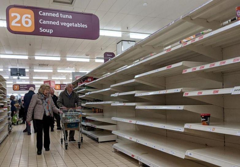 Люди были уверены, что им придется месяцами сидеть дома, поэтому они скупали все продукты