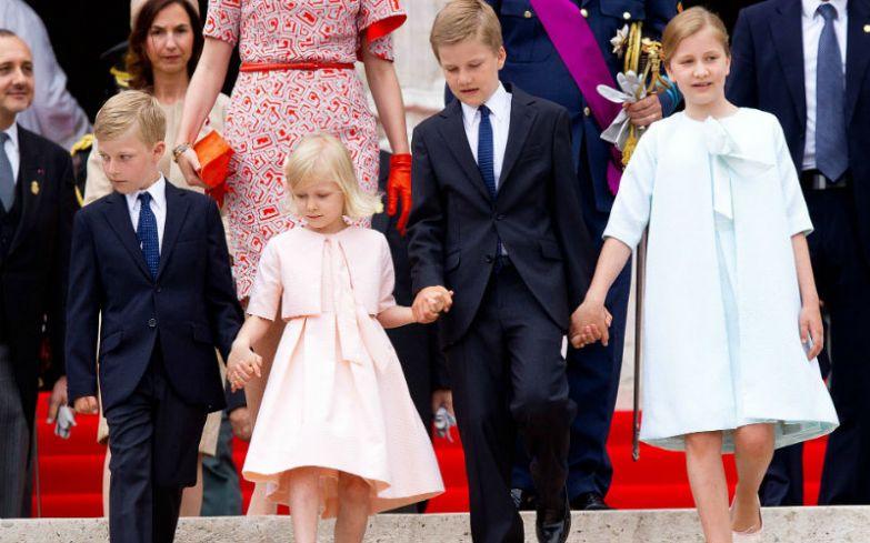 Принцесса Елизавета Тереза Мария Елена (справа) — наследница бельгийского престола с братьями принцем Габриэлем Бодуэном Карлом Марией, принцем Эммануэлем Леопольдом Гийомом Франсуа Марией и сестрой — принцессой Элеонорой Фабиолой Викторией Анной Марией