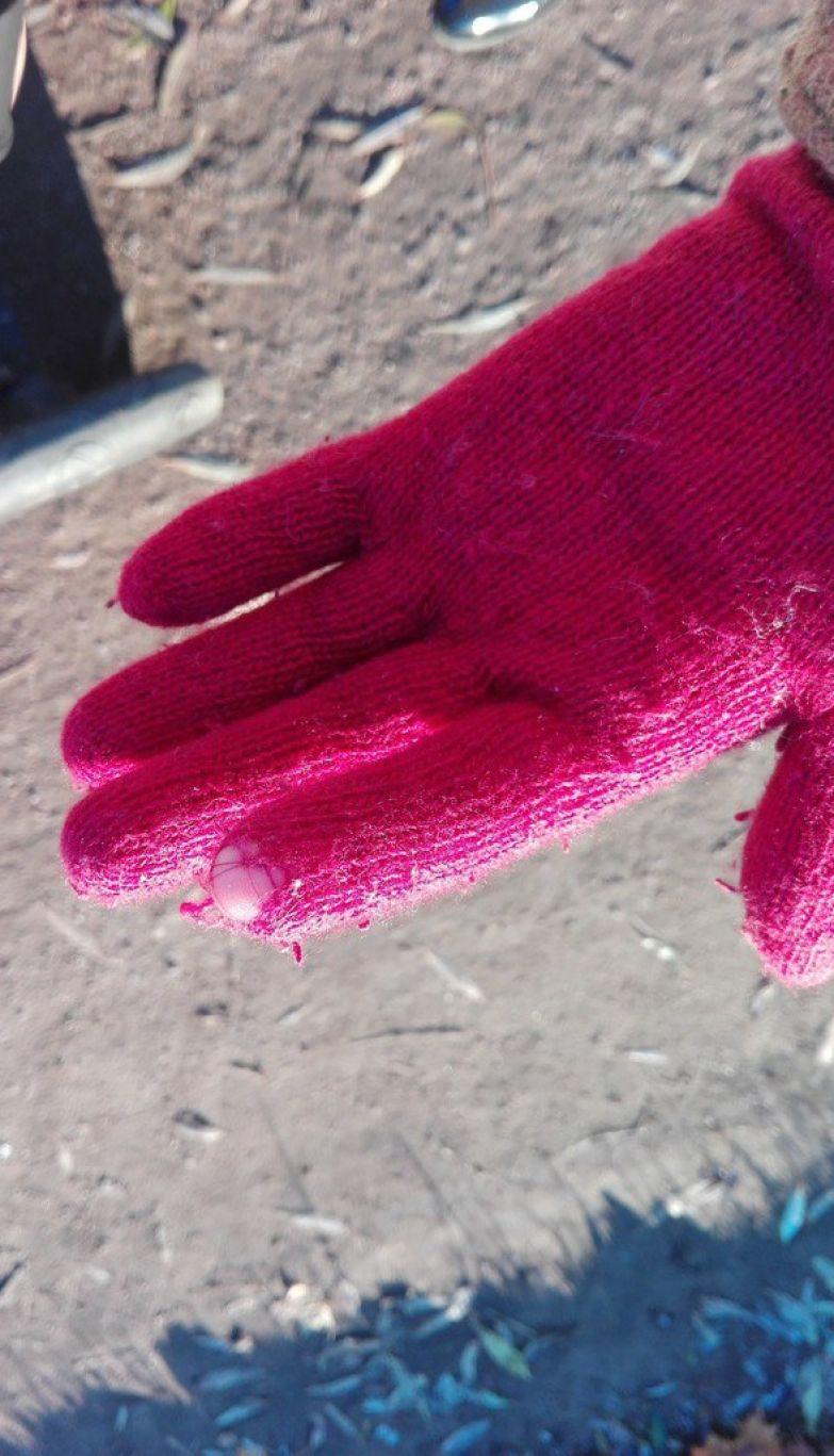 Первая фотография специальной перчатки для сенсорного телефона инновации, нанотехнологии, прикол, сколково, юмор