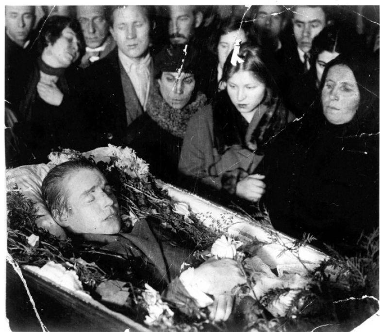 Посмертная фотография Сергея Александровича Есенина. 1925 год.