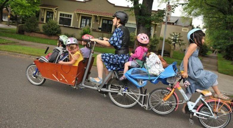 Этим родителям давно пора задуматься о транспорте более вместительном дети, прикол, юмор