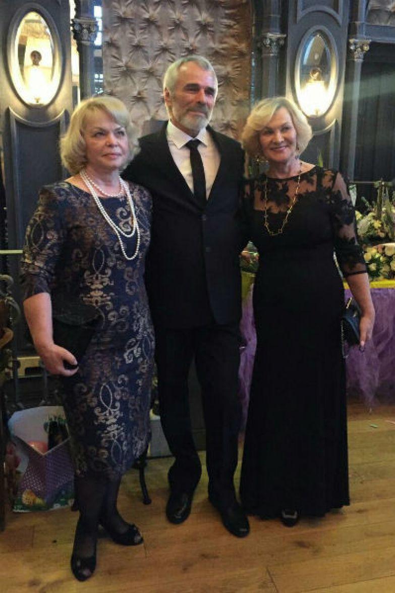 Мама жениха (слева) с родителями невесты