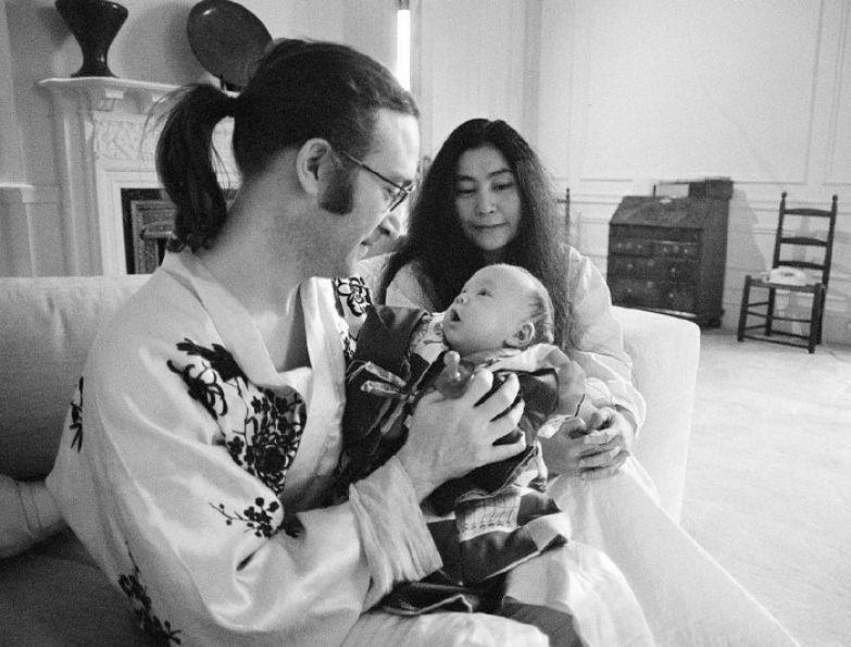 Джон и Йоко с сыном Шоном.