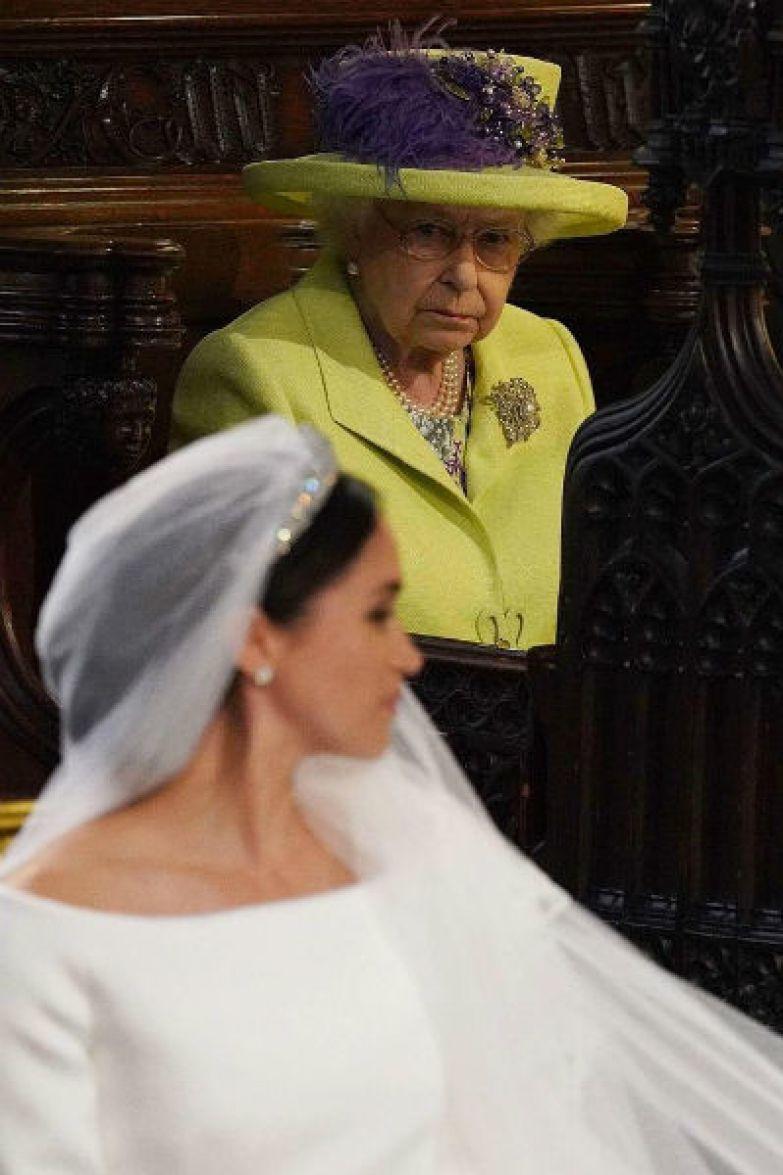 Фотографии королевы насмешила пользователей Сети